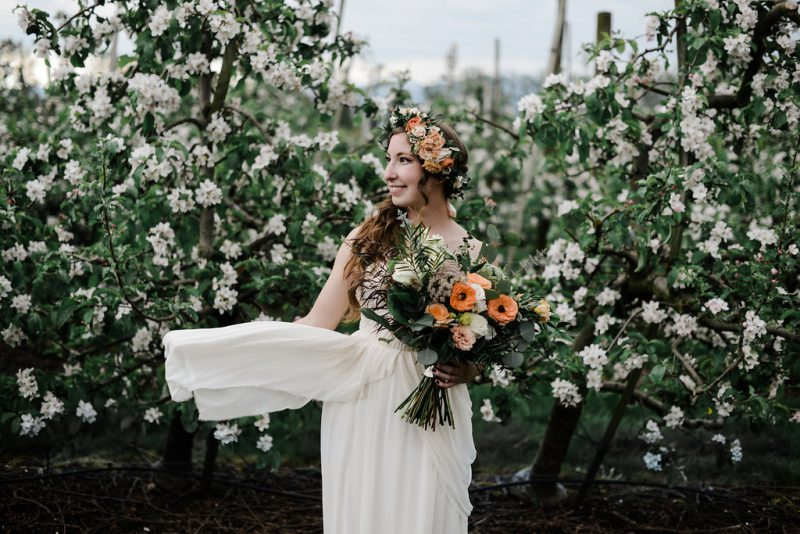 Bride with a beautiful bouquet by Confetti Floral